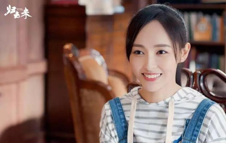 """Trong khi đó, cô bạn thân của Dương Mịch - Đường Yên cùng với anh chàng người yêu La Tấn lại thất bại với """"Quy khứ lai""""."""