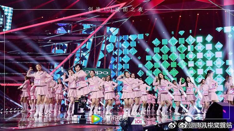 Sân khấu hoành tráng trong đêm chung kết của Produce 101 bản Trung.