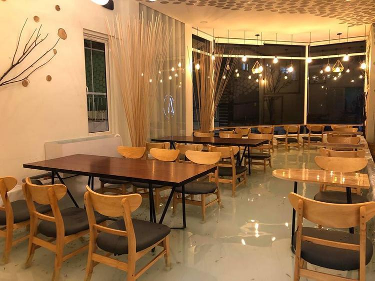 Không gian quán cafe… ngập trong nước