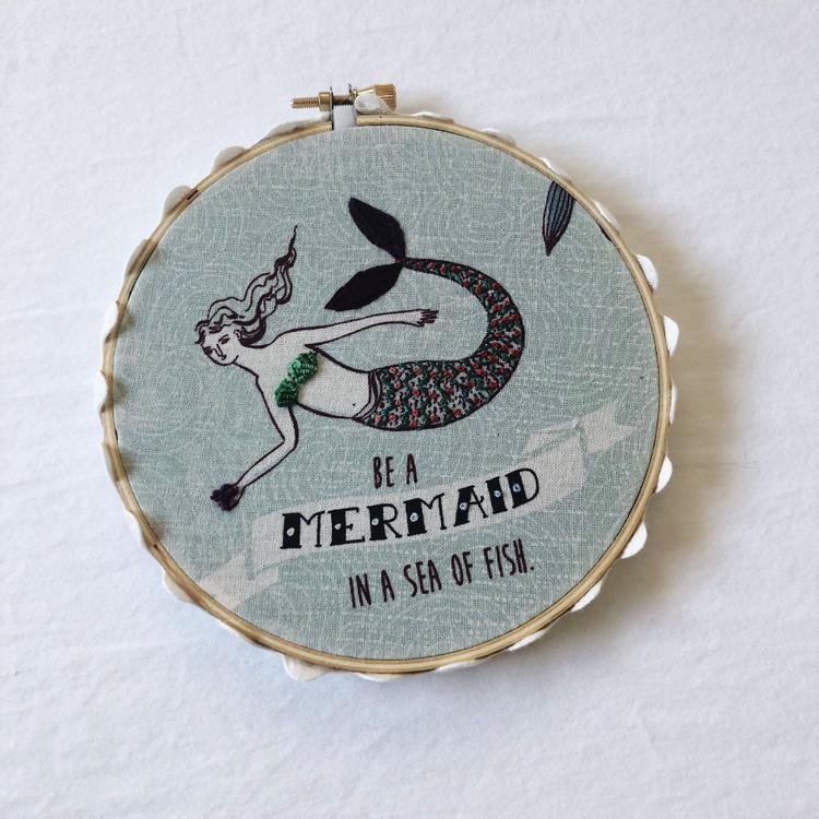 Tất nhiên, một vài vật dụng trang trí như này là điều cần thiết cho căn phòng của một nàng tiên cá trên cạn.