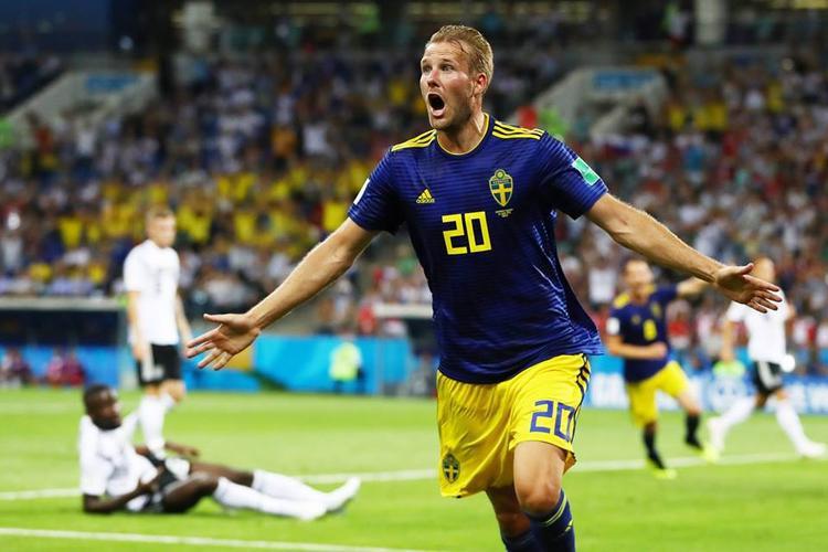 Thụy Điển sớm vươn lên dẫn trước và chơi rất kiên cường trước tuyển Đức. Ảnh : Fifa
