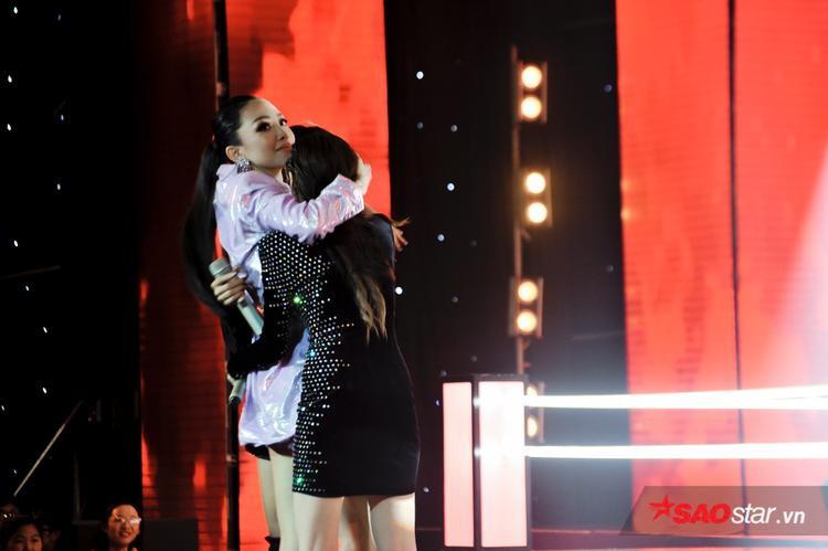 Tóc Tiên quyết định lựa chọn Lưu Hiền Trinh đi tiếp, đặt cược 1% hy vọng vào quyền cứu dành cho Đoan Trang.