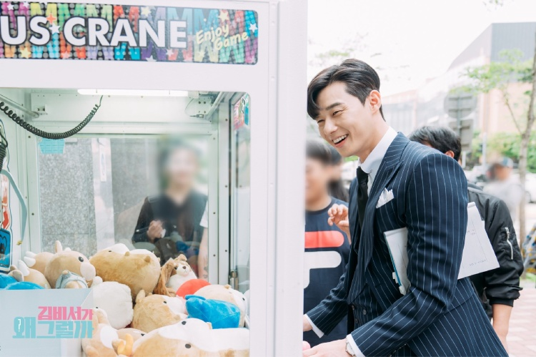 Thư ký Kim tung ảnh hậu trường siêu đáng yêu của Park Min Young và Park Seo Joon