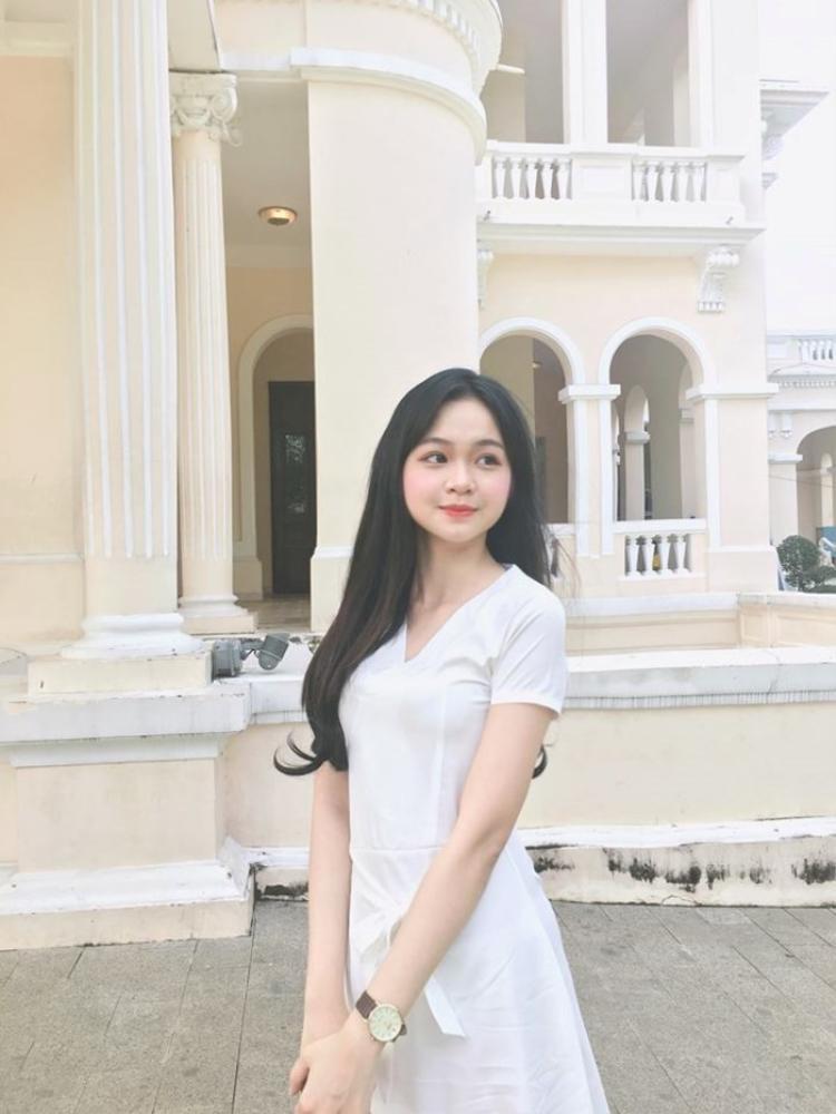 Vẻ đẹp trong trẻo đời thường của Nhật Minh.