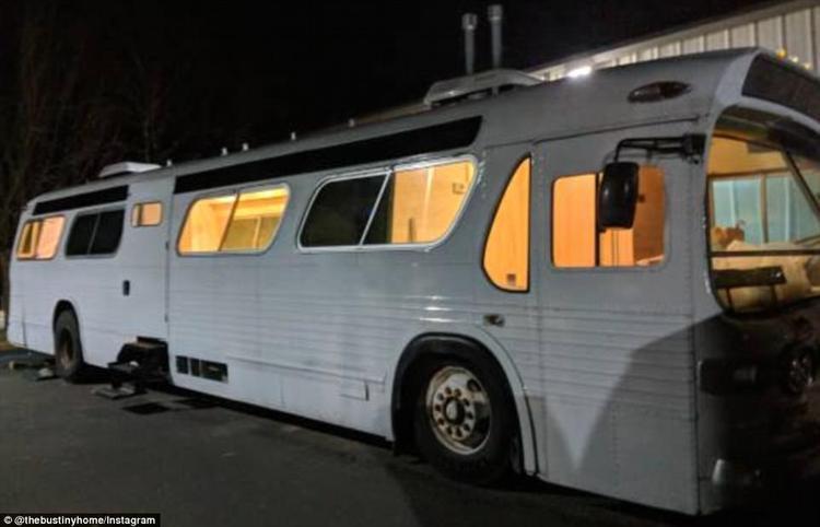 Chiếc xe buýt này có giá 7.000 USD và Jessie dành 70.000 USD nữa cùng khoảng thời gian 3 năm để biến nó thành một căn nhà.