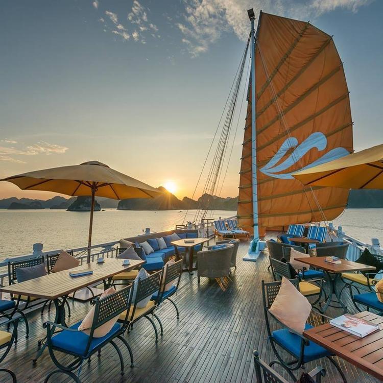 Du thuyền Hạ Long sở hữu cách thiết kế, trang trí từ đơn giản, trẻ trung…