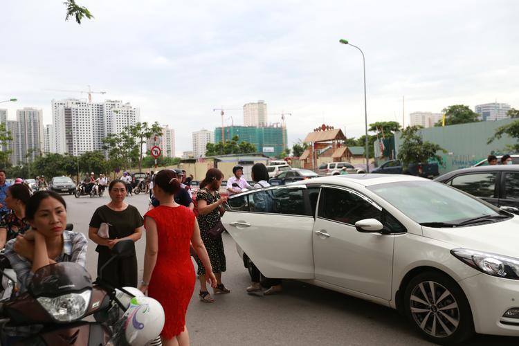Hàng loạt thí sinh được cưỡi xe sang đi thi THPT quốc gia 2018