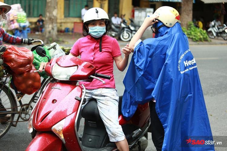 Trước đó, khoảng 1h30, trời Hà Nội đổ mưa nhẹ.