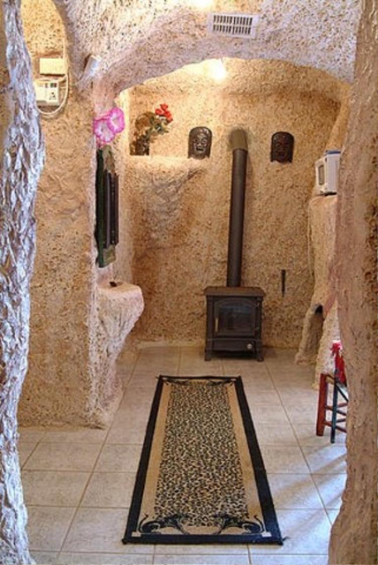 Khi bước chân vào ngôi nhà bạn sẽ sải bước trên tấm thảm cũng mang phong cách thời tiền sử.