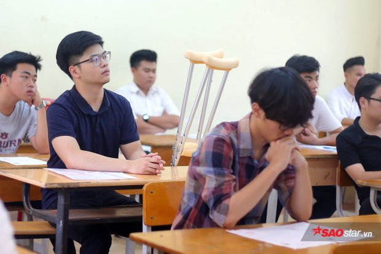 Các thí sinh trong phòng thi môn Văn sáng nay.