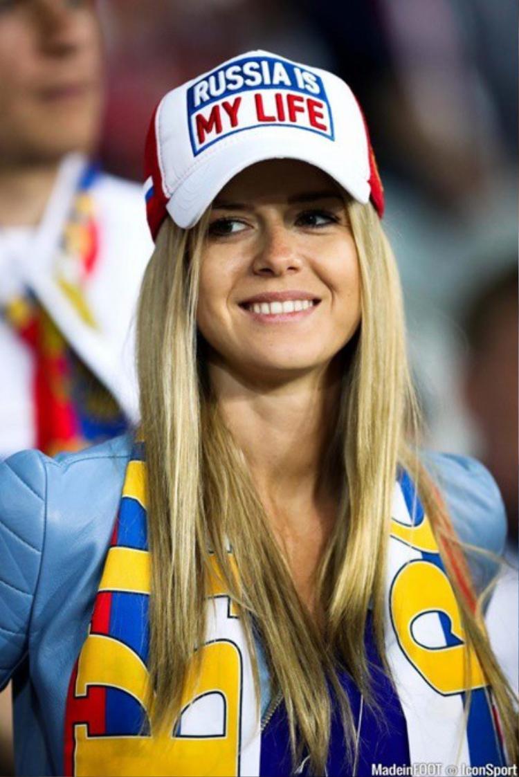 Một cô gái Nga hiền lành và đáng yêu