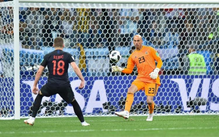 Thủ môn Caballero sẽ không được bắt chính trong trận đấu với Nigeria. Ảnh: Getty.