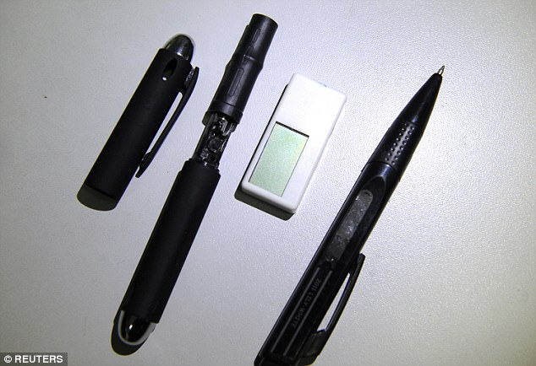 """Những """"cục tẩy"""" đặc biệt có khả năng nhận dữ liệu này được sử dụng kèm theo một chiếc bút có gắn camera bí mật."""