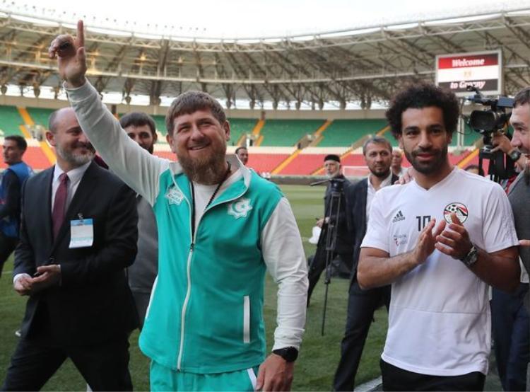 Mohamed Salah và nhà lãnh đạo Chechnya - Ramzan Kadyrov. Ảnh: AP.