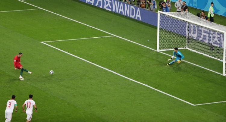 Ronaldo đá hỏng phạt đền khiến Bồ Đào Nha không thể có bàn thắng hai.