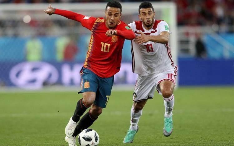 Tây Ban Nha đã có một trận đấu đầy vất vả trước đội bóng đến từ châu Phi. Ảnh: Fifa.com.
