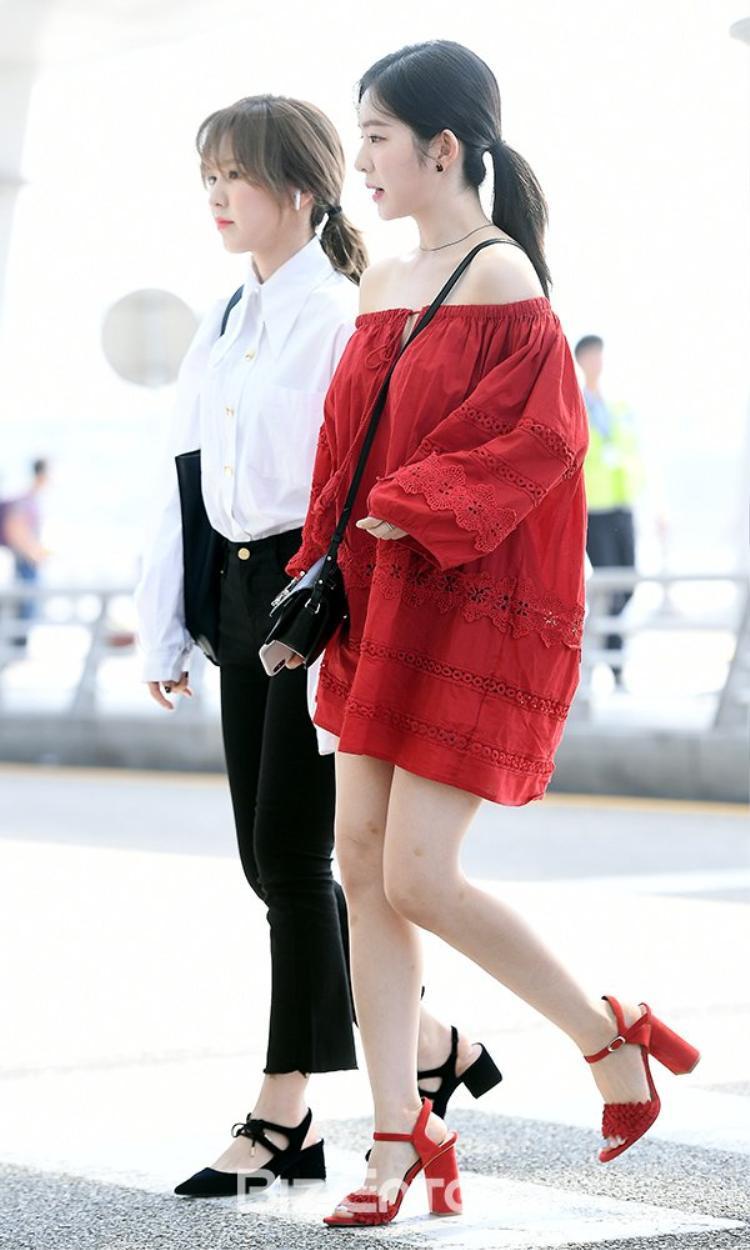 Reveluv ước ao Irene cũng được mặc quần dài kín đáo ra sân bay giống Wendy.