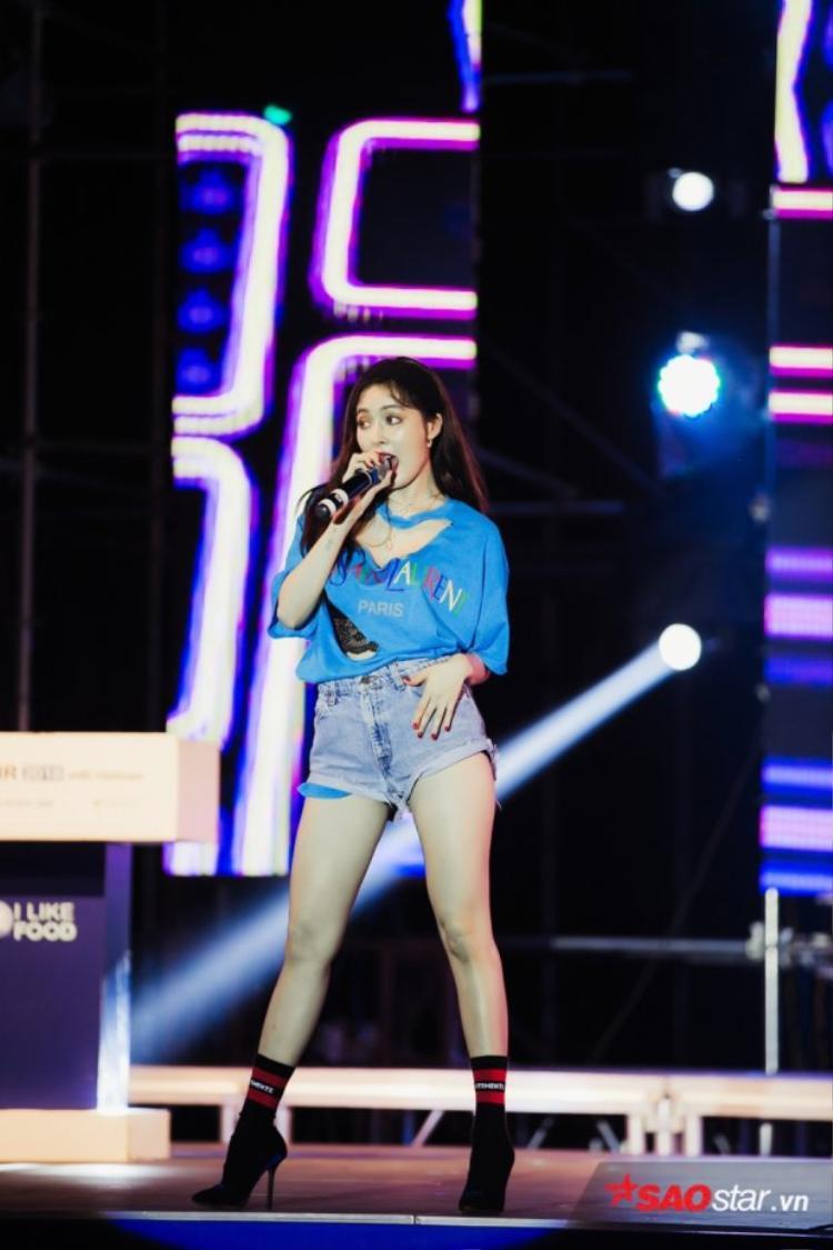 HyunA tại chương trình K-Food Fair 2018 diễn ra ở Hà Nội vào ngày 9/6.