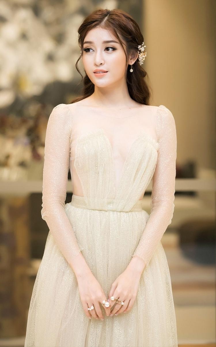 Hình ảnh ngọt ngào mà quyến rũ đến nao lòng của nàng Á hậu.