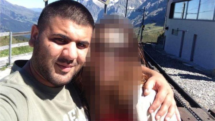 Haider và một trong những nạn nhân của anh ta.