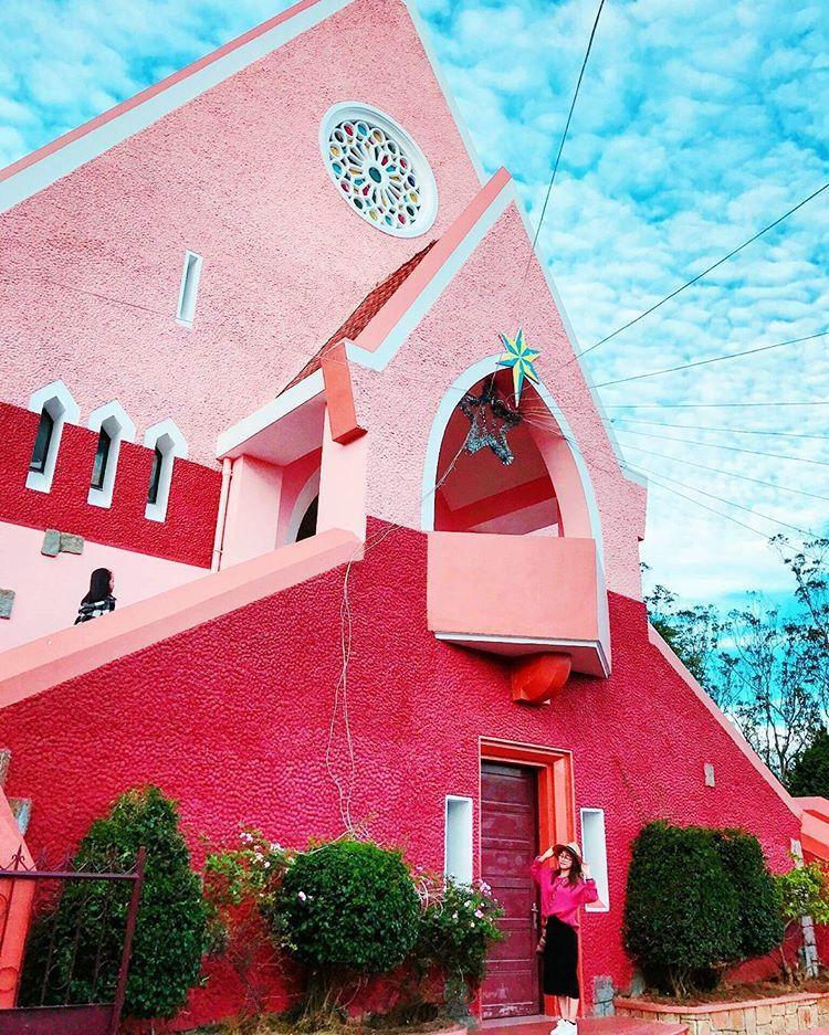 Là một địa điểm tham quan miễn phí, nhà thờ Domain De Maria luôn là một trong những nơi được nhiều người ghé thăm nhất Đà Lạt. @haiyen.haiyenn