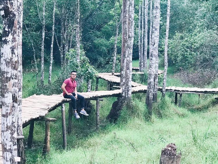Điểm nhấn của phim trường chính là cây cầu gỗ băng rừng. Ngoài ra, những căn nhà nhỏ bên đồi với rất nhiều bối cảnh khác nhau sẽ mang tới cho du khách những trải nghiệm vô cùng mới lạ. @ im_thiennguyen