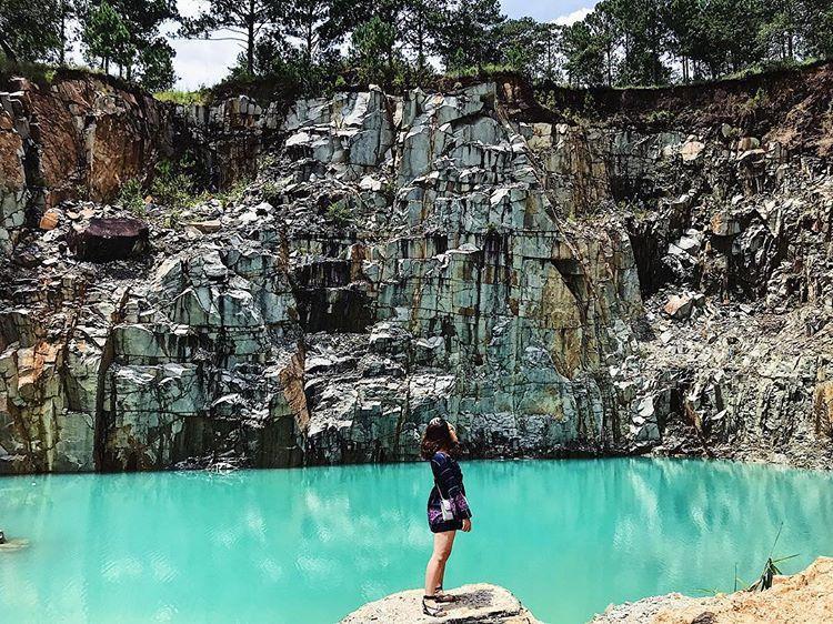 Ngoài ra, đoạn đường gập ghềnh và khá khó khăn khi di chuyển khi đi vào hồ nước khiến những ai yêu thích treckking sẽ vô cùng thích thú. @thuyenthuyen