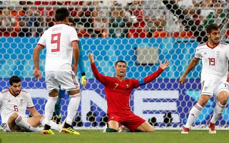 Ronaldo gây thất vọng trong trận đấu gặp Iran. Ảnh: Reuters.