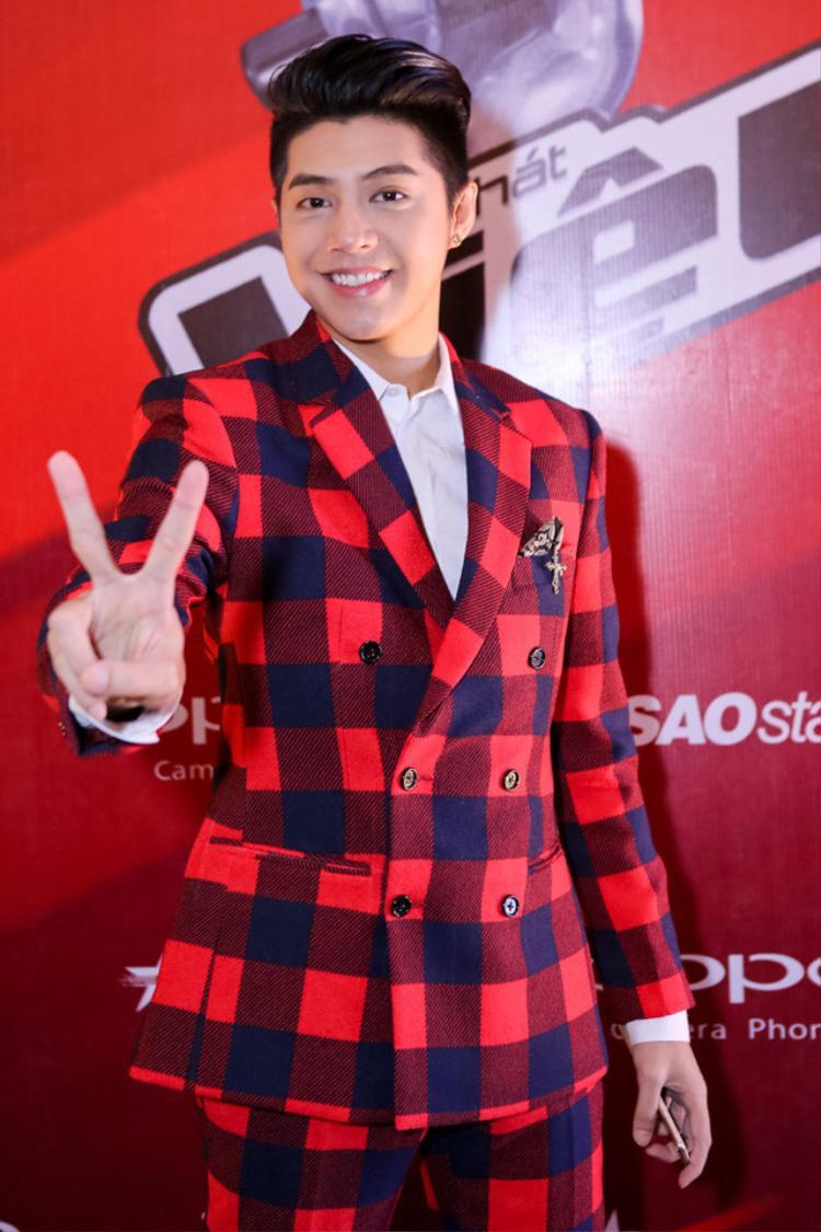 Noo Phước Thịnh ngoài là HLV nghiêm khắc còn là một trong những HLV điển trai nhất Giọng hát Việt nhí qua các mùa.