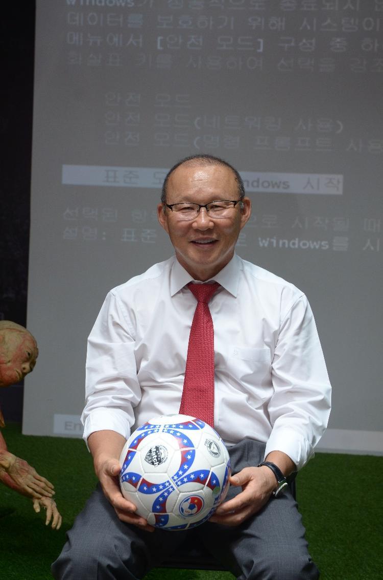 Sức khỏe là chìa khóa thành công của HLV Park Hang Seo.