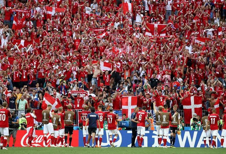 Trừ niềm vui của hàng nghìn CĐV Đan Mạch, người hâm mộ thế giới khó chấp nhận được màn trình diễn kém cảm xúc của hai đội. Ảnh: FIFA