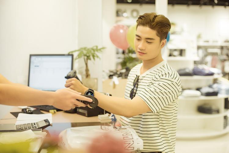 Chỉ sau 6 tháng hoạt động, Samsung Pay đã tạo nên làn sóng mạnh mẽ về trào lưu thanh toán di động của giới trẻ Việt.