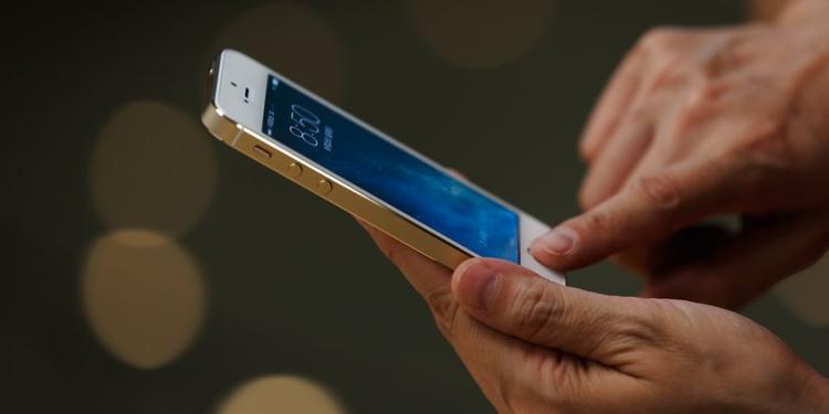 Tôi khó chịu bởi mặc dù hầu hết thời gian nó hoạt động khá ổn nhưng FaceID vẫn tệ hơn cảm biến vân tay TouchID. TouchID nhanh và đáng tin cậy hơn trong hầu hết mọi trường hợp.