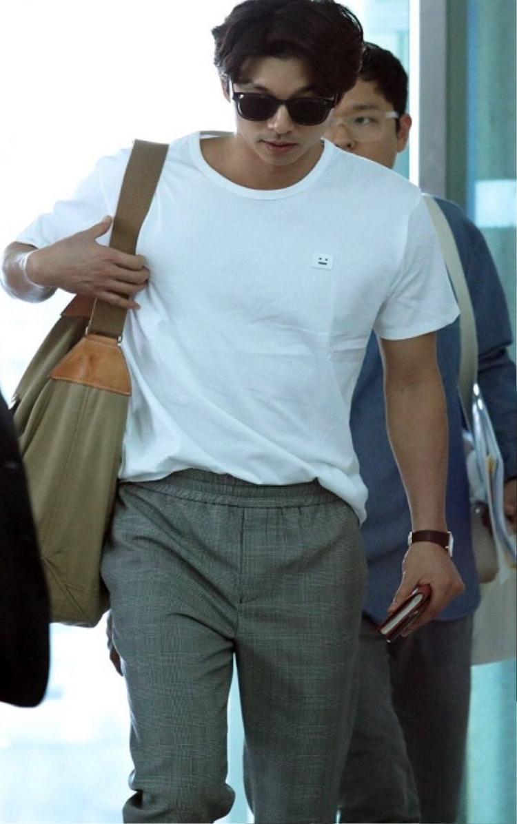 Sở thích của Gong Yoo là tập thể dục, chơi bóng rổ với đồng nghiệp trong công ty.
