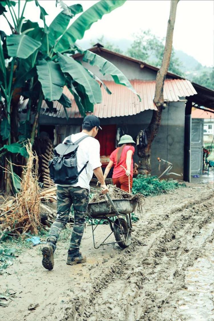 MC Phan Anh  Jolie Nguyễn không ngại khó khăn đến Hà Giang giúp đỡ bà con sau lũ