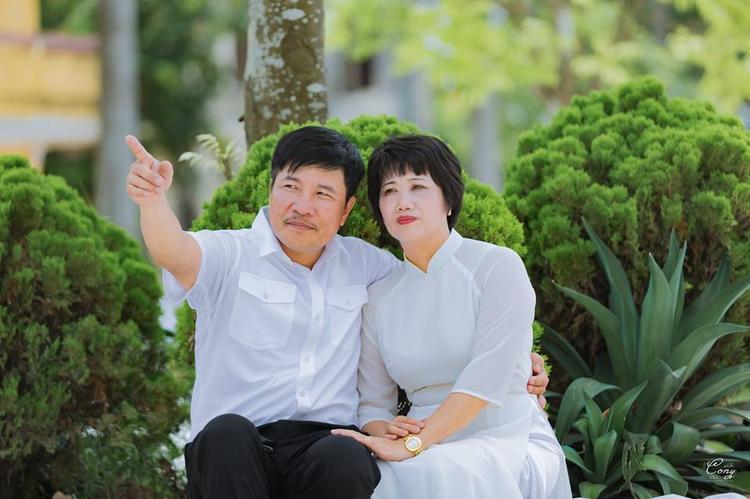 Hình ảnh bố mẹ Khánh tình cảm