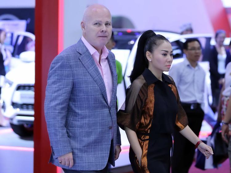 Điểm danh những sao Việt lấy chồng Tây: Người một bước lên tiên, kẻ ôm hận khóc thầm