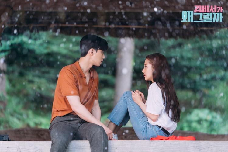Gương mặt tỏ vẻ sợ hãi của Mi So đã làm Phó Chủ tịch Lee bối rối, lo lắng. Nhưng dù sao bức ảnh này thực sự rất đẹp.