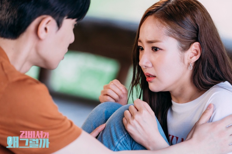 Dường như Mi So bị sợ nhện, nỗi sợ liên quan đến ký ức không mấy tốt đẹp trong quá khứ. Và Young Joon luôn là người bên cạnh bảo vệ cho cô những lúc thế này.
