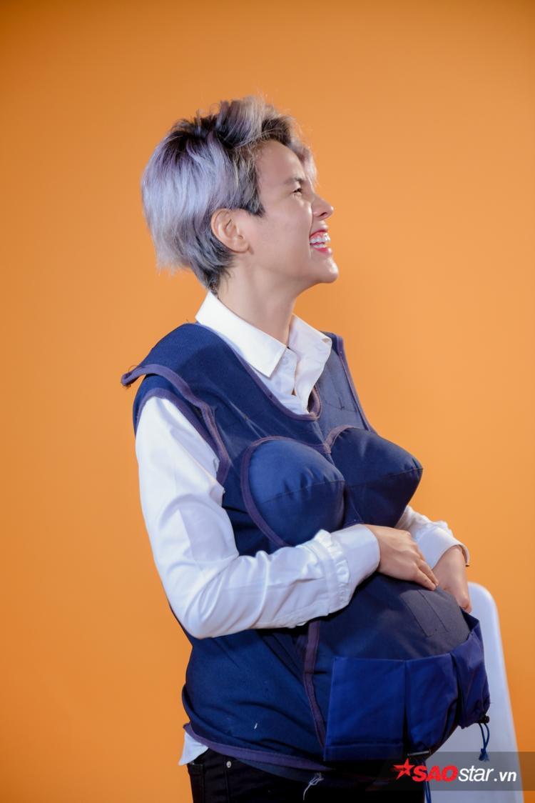 Mặc áo bầu của Manbirth, Vũ Cát Tường sang chấn tâm lý vì bị em bé đạp tưng bừng