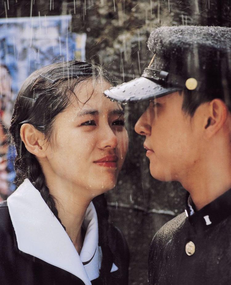Có thể các bạn chưa biết, Jo Seung Woo là một trong những người tình màn ảnh đầu tiên của Son Ye Jin. Phân cảnh này đã lấy đi nước mắt của hầu hết khán giả bởi chuyện tình của họ không có một cái kết trọn vẹn.