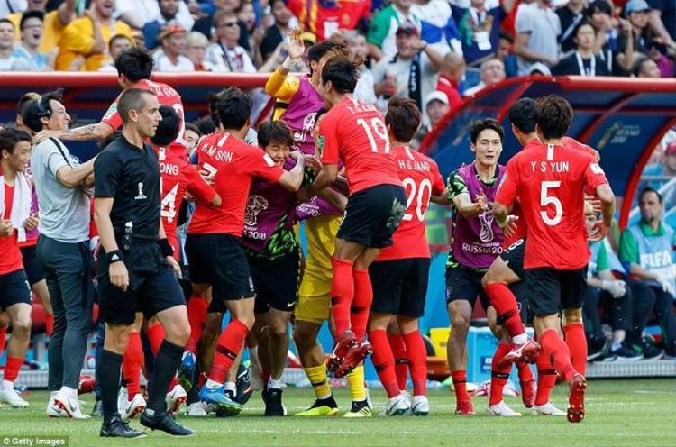 Niềm vui của các cầu thủ Hàn Quốc sau khi chia tay World Cup 2018 bằng chiến thắng để đời trước đội tuyển Đức. Ảnh: Getty Images.