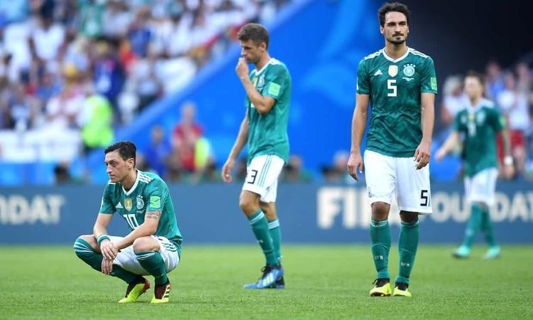 Mesut Ozil và các đồng đội đã phải dừng bước tại vòng bảng World Cup 2018. Ảnh: Getty Images.