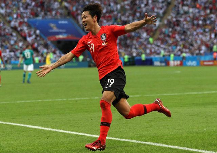 Young-Kwon ăn mừng bàn thắng. Ảnh: Getty.