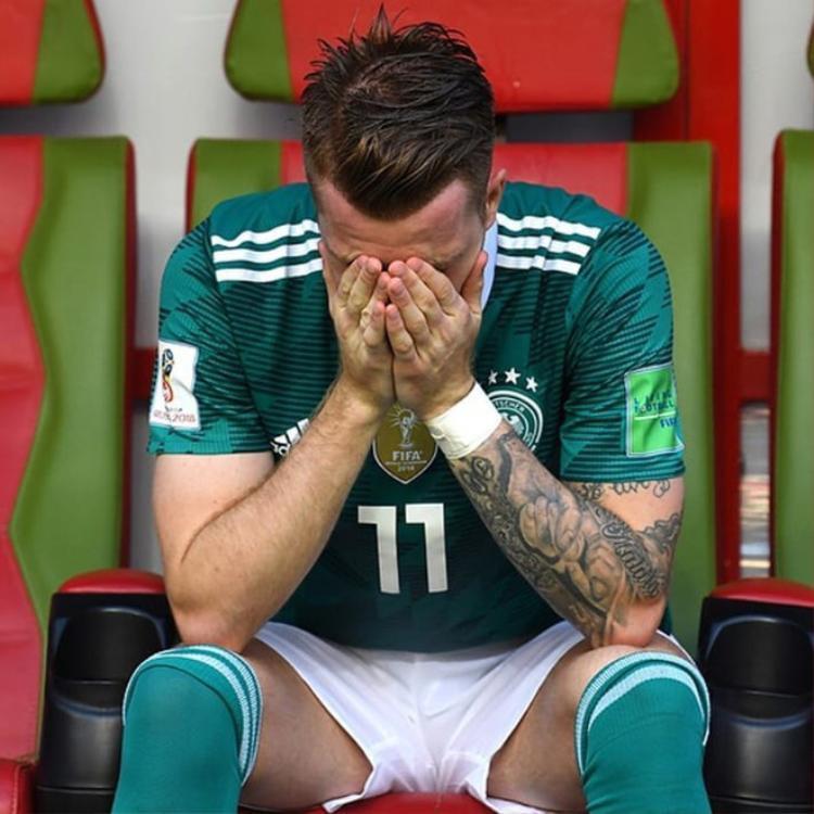 """Một trong những người buồn nhất có lẽ là chàng cầu thủ """"mỹ nam"""" Marco Reus. Dù là một tài năng của bóng đá Đức nhưng phải đến năm nay, khi đã 29 tuổi anh mới có kỳ World Cup đầu tiên do thường xuyên gặp chấn thương."""
