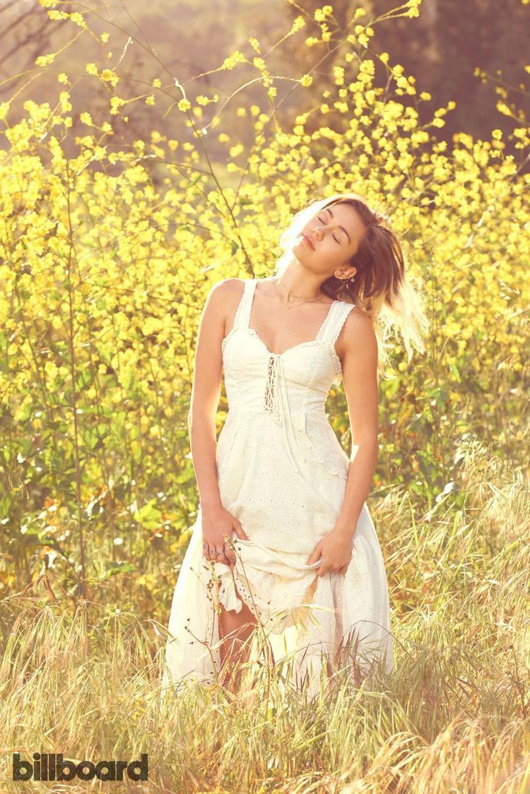 Liệu sẽ là một cô nàng dịu ngoan, trong sáng…