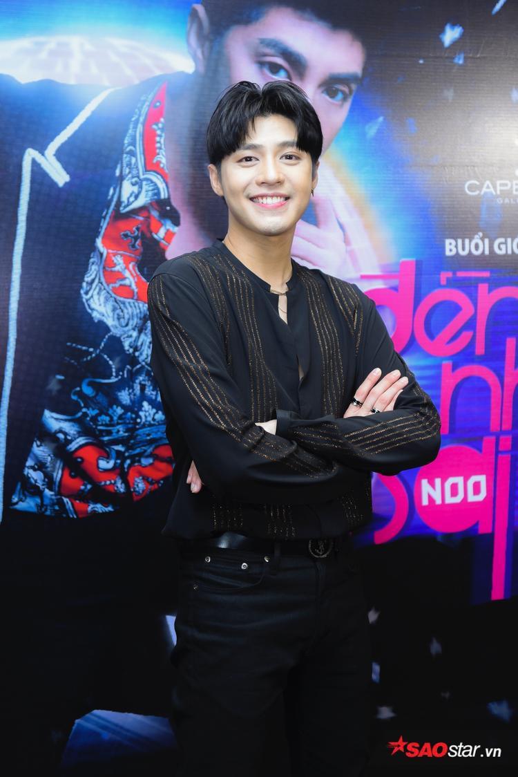 Noo Phước Thịnh điển trai trong họp báo ra mắt MV.