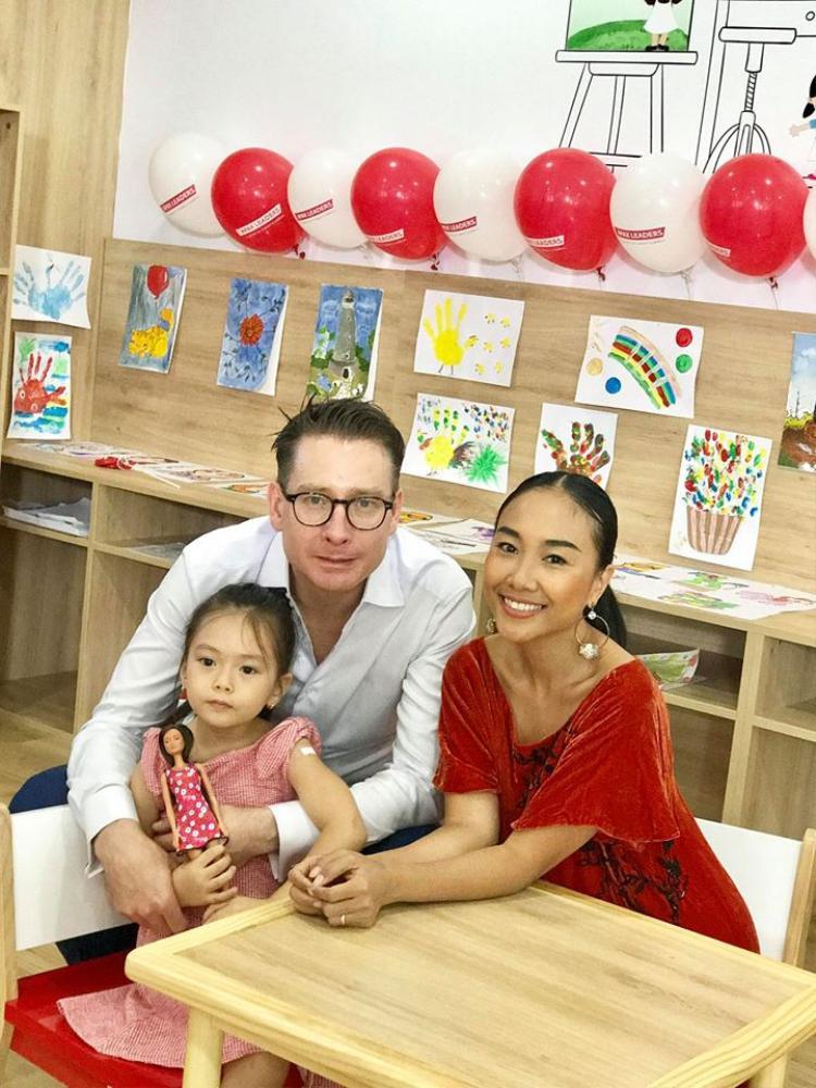 """Đoan Trang khoe ảnh bên ông xã và con gái cưng cùng dòng tâm sự tình cảm: """"Gia đình là điều giá trị nhất cho Trang được trở thành một Đoan Trang của ngày hôm nay!"""""""