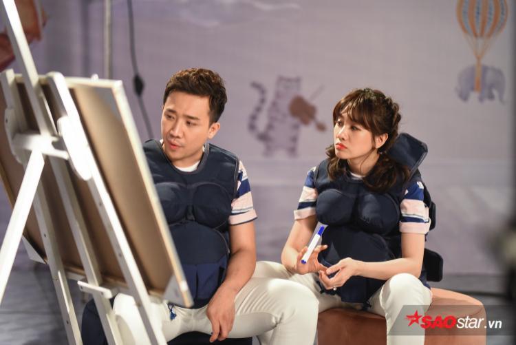 Vợ chồng Trấn Thành - Hari Won tính toán chi tiết đề bài được đưa ra từ BTC.