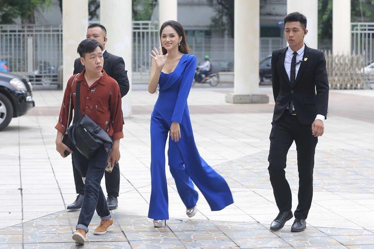 Hương Giang xuất hiện xinh đẹp trong chương trình.